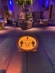 Kalvermelkfabriek - Loods 6 - Catering - Signing - 1,5 meter - afstand -anderhalve meter - Desinfectie Punt